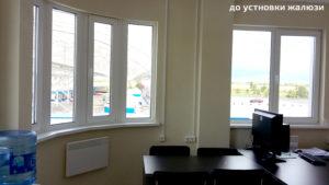 окна кабинета директора до установки вертикальных жалюзи