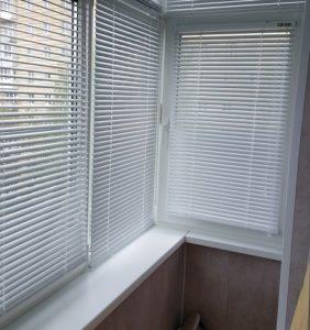 Жалюзи на балкон , горизонтальные , белые